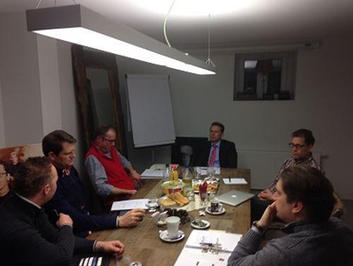 Bild Vorstandssitzung H.Schneider